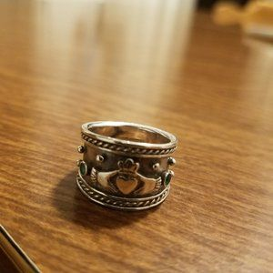 VINTAGE STERLING IRISH CLADDAGH RING WITH EMERALDS